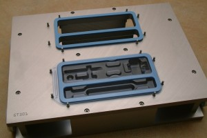 Tray sealer tool with internal bar support
